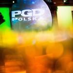 Logo PGD. Wieczorny event firmowy w Folwarku Zalesie koło Wieliczki.