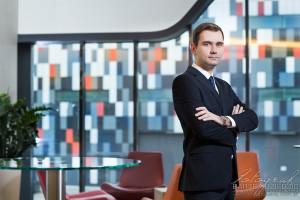 Portret biznesowy pracownika. Sesja zorganizowana w hotelu.