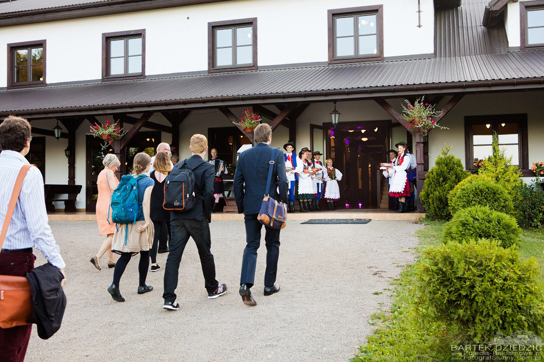 Gala dinner Katowice. Fotograf. Goście wchodzą na uroczysty obiad.