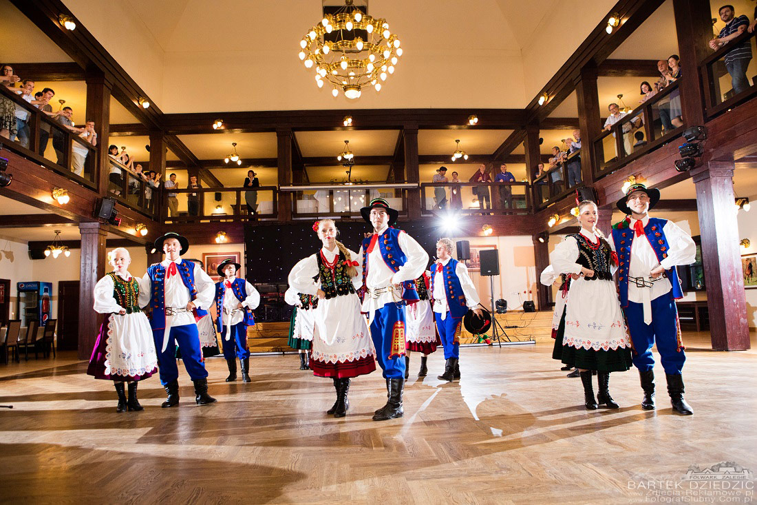 Zdjęcia z kongresu Kraków, Warszawa. Tancerze podczas wystepów na scenie