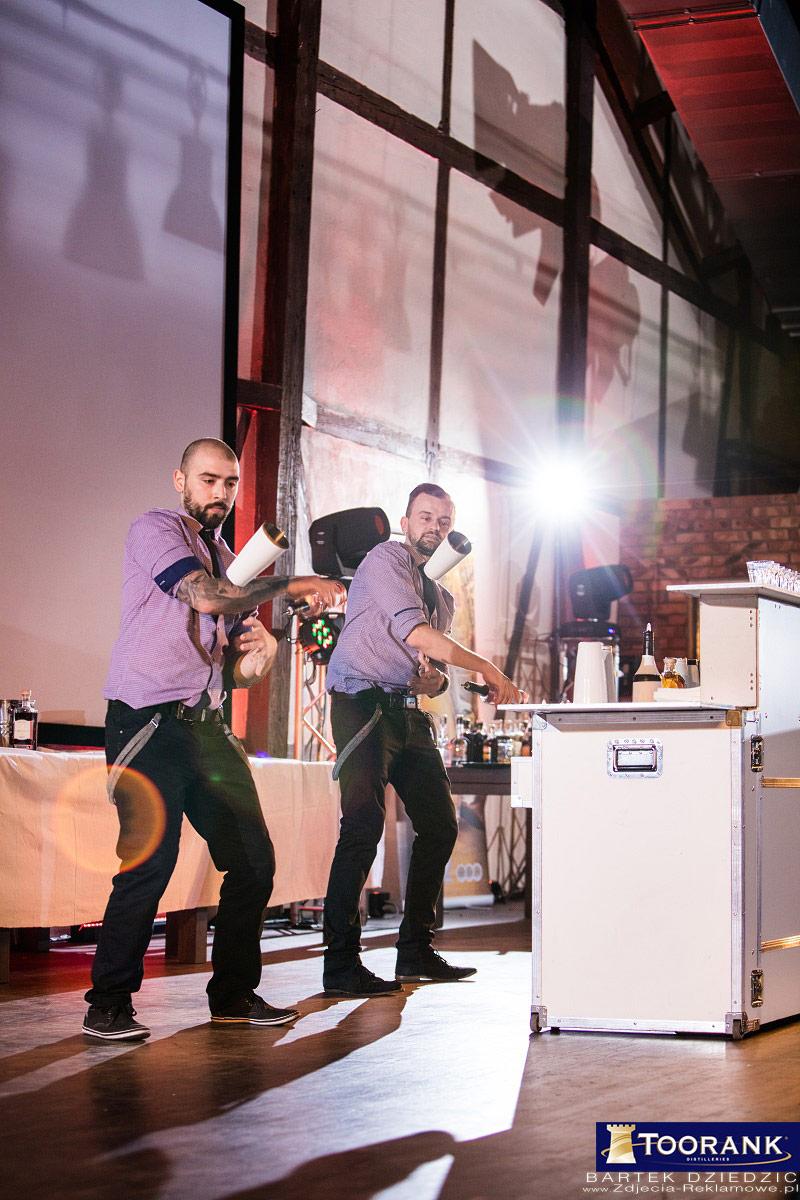 Mobile Flair Bar. Występ Barmanów na scenie podczas mistrzostw Miodula 2015.