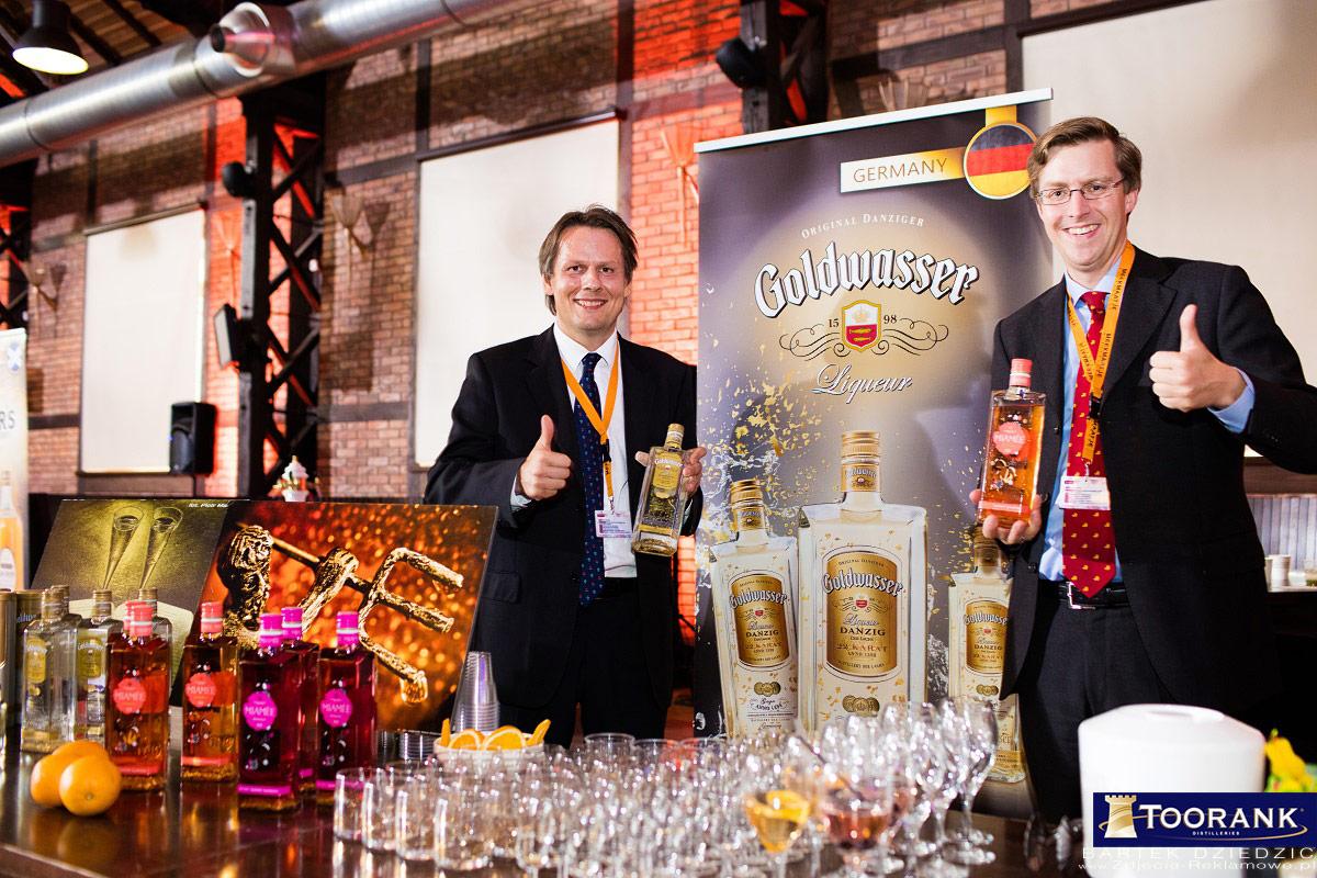 Miodula 2015. Mistrzostwa Polski Barmanów połączone z imprezą targową, prezentacją produktów i licznymi atrakcjami. Stoisko Goldwasser.