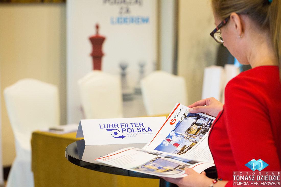 Przeglądanie materiałów marketingowych konferencje Warszawa