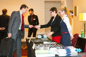 Wręczenie indentyfikatorów podczas konferencji Warszawa Marriott hotel