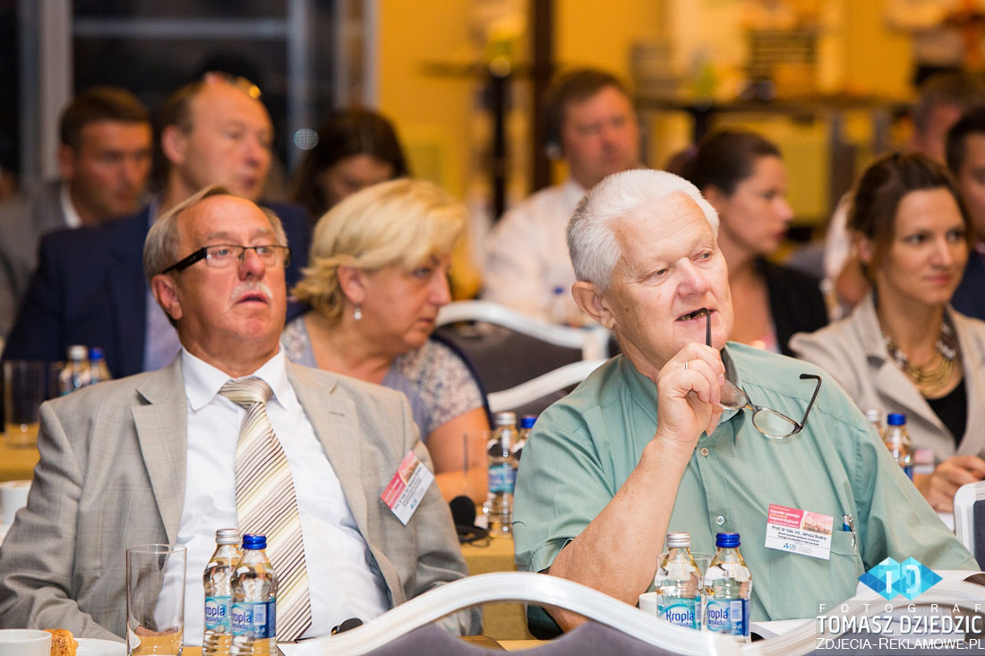 Zaciekawienie na twarzach uczestników konferencji