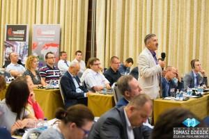 Zadawanie pytań podczas konferencji Warszawa