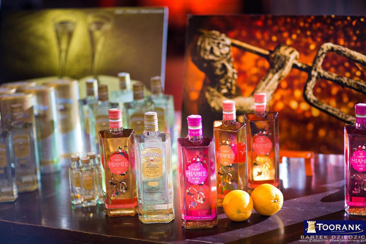Zdjęcia reklamowe alkoholi. Stoisko warsztatowe podczas Mistrzostw Polski Barmanów Miodula 2015. Widok na stoisko Goldwasser.