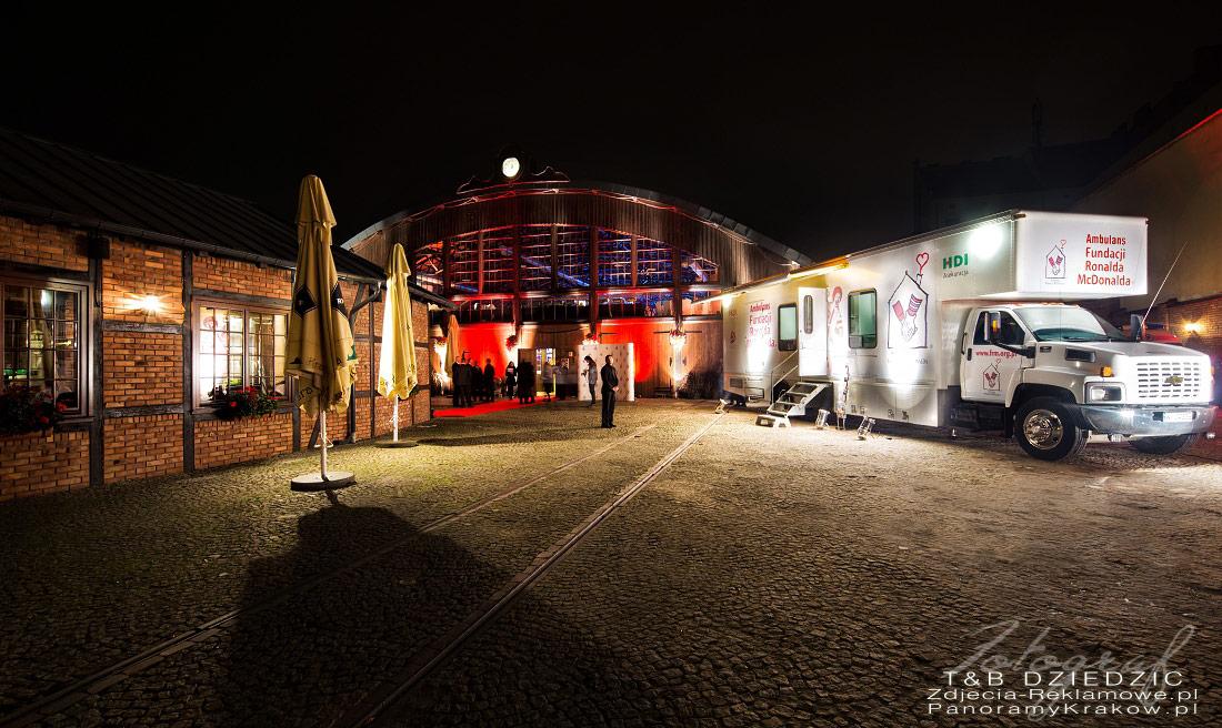 Fotograf na event Kraków. Zdjęcie cieżarówki przed Zajezdnią.