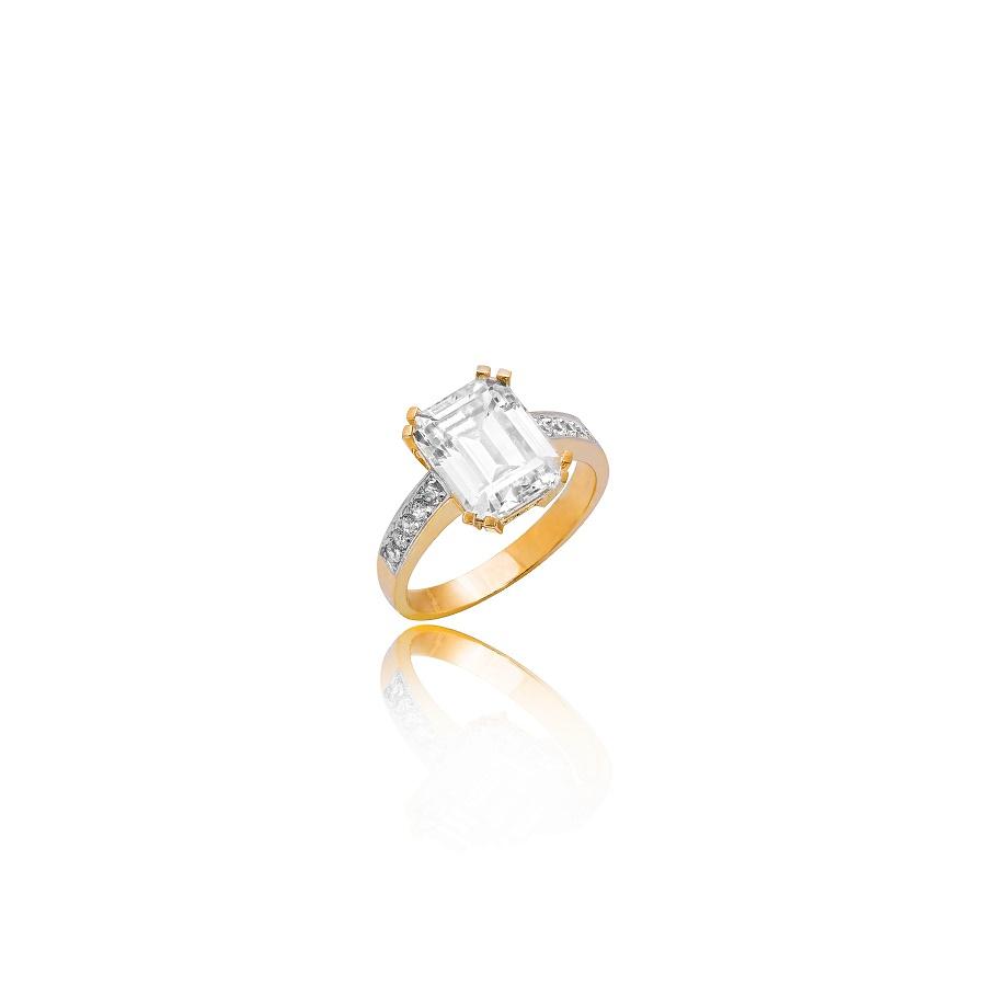 Zdjęcia pierścionka z diamentami na białym tle. Fotografia produktowa Kraków
