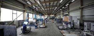 Zdjęcie hali produkcyjnej. Fotografia przemysłowa i techniczna.