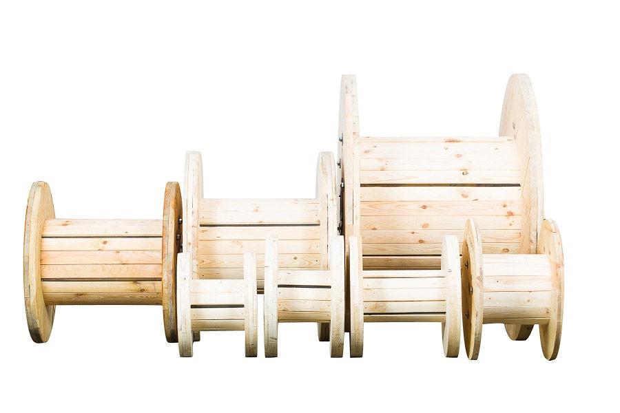 Różnego rodzaju i wielkości bębny drewniane. Zdjęcia produktowe Kraków.