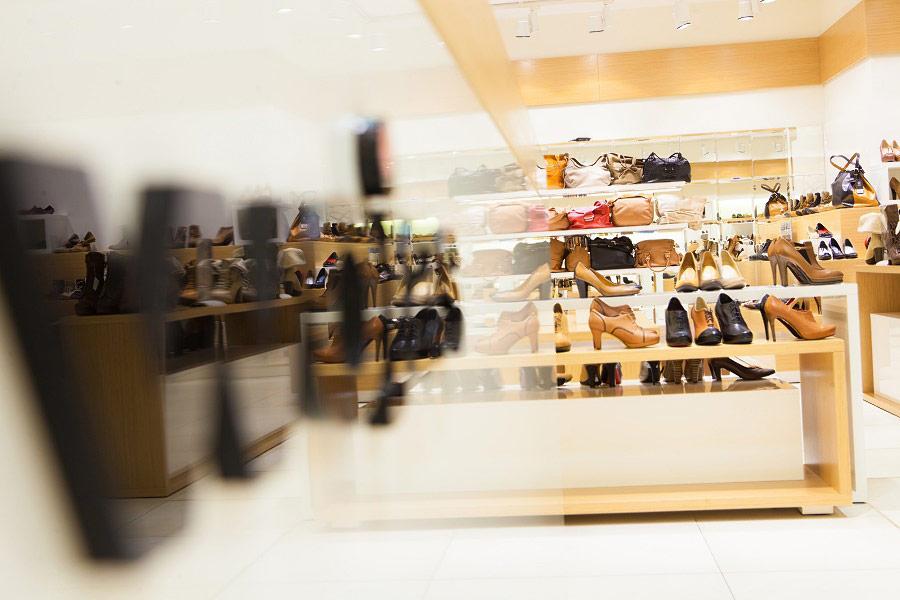 Zdjęcia salonu w galerii handlowej Wojas