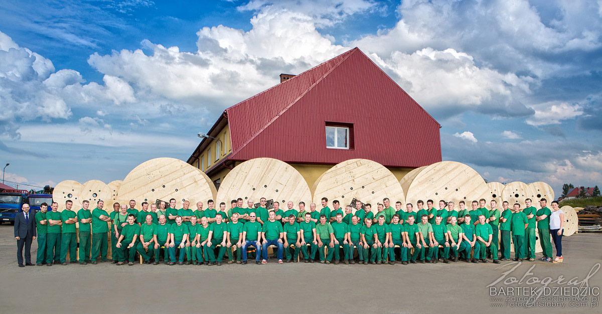 Fotografia biznesowa jako wspólny portret wszystkich pracowników. Zdjęcia reklamowe.