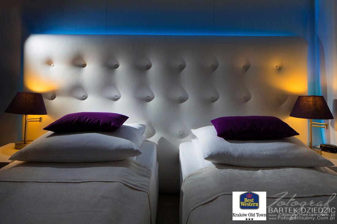 Booking Kraków. Zdjęcie pięknego pokoju hotelowego.