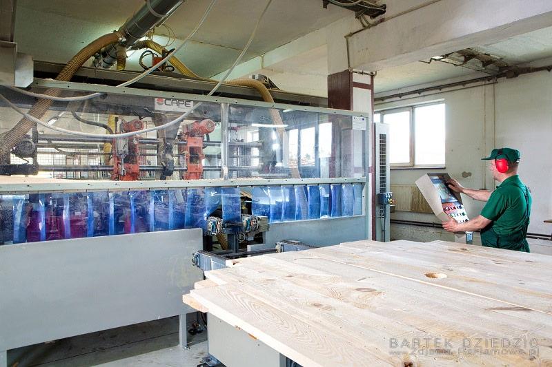 Zdjęcia maszyn produkujących bębny drewniane