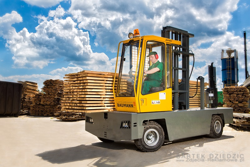 Transport drewna na wózku bocznym