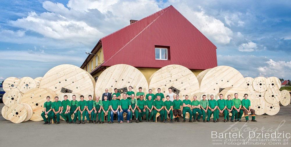 Zdjęcie pracowników, grupowe zdjęcie wszystkich pracowników.