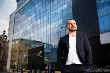 Fotografia biznesowa - zdjęcie biznesmena sesja korporacyjna.